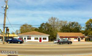 2010 Pass Rd, Biloxi, MS 39531
