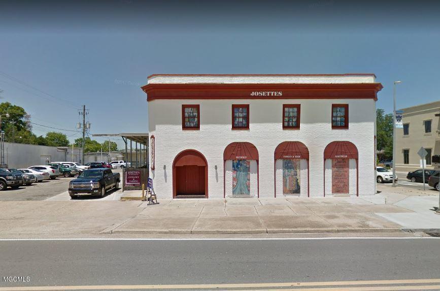 902 Howard Ave Biloxi MS 39530