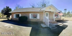 13574 Lorraine Rd, Biloxi, MS 39532
