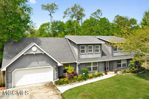 5 Bayou View Dr, Gulfport, MS 39507