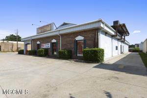 2561 Pass Rd, Biloxi, MS 39531