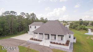 10751 Plantation Ln, Gulfport, MS 39503