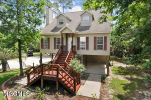 102 Holly Point Dr, Pass Christian, MS 39571
