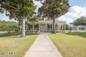 709 Scenic Dr, Pass Christian, MS 39571