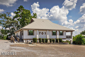 701 Bienville Blvd, Ocean Springs, MS 39564