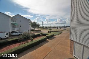 255 Scenic Dr, Pass Christian, MS 39571