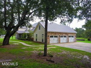 22445 Heritage Dr, Pass Christian, MS 39571