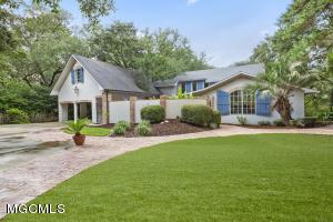 988 Wildwood Ln, Biloxi, MS 39532