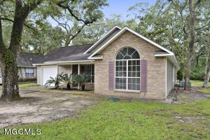 Cute as a button!  3 bedroom 2 bath home for sale in the Ocean Springs school district!!  Great starter home!!!  New flooring, paint and appliances!
