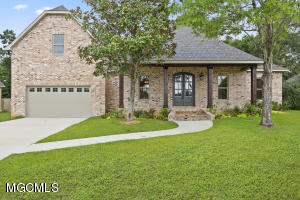 2015 Pointe Clear Dr, Biloxi, MS 39531