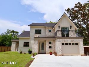 279 Holcomb Blvd, Ocean Springs, MS 39564