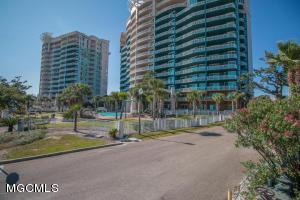 2228 Beach Dr Dr, Gulfport, MS 39507