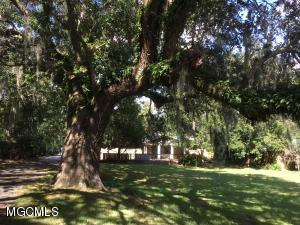 3900 Torres Ave, Moss Point, MS 39563