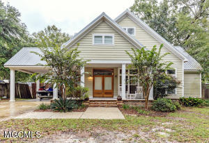 7131 Honeysuckle Rd, Biloxi, MS 39532
