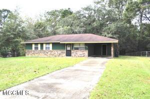 102 Bryant St, Ocean Springs, MS 39564