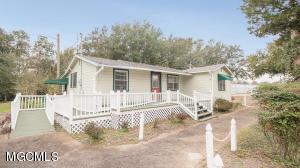 2793 Fernwood Rd, Biloxi, MS 39531
