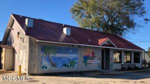 1795 Pass Rd, Biloxi, MS 39531
