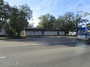 2061 Pass Rd, Biloxi, MS 39531