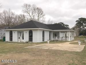 9620 Theriot Ave, Ocean Springs, MS 39565