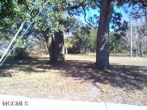 376 Oak St, Biloxi, MS 39530
