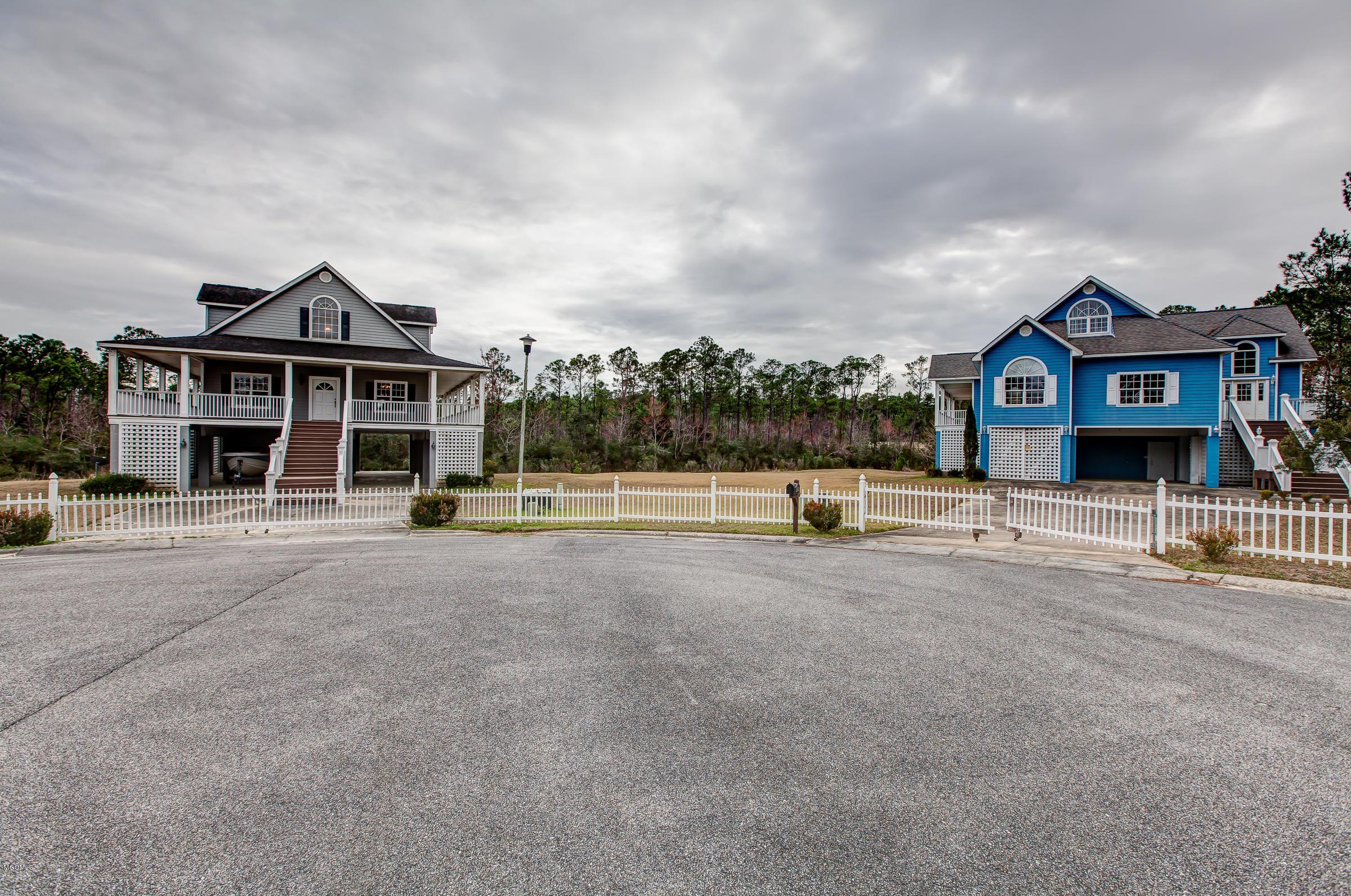6500 Bayou View Dr Ocean Springs MS 39564