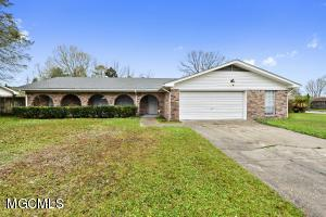 Fantastic, clean home in a great part of Ft Bayou Estates on a corner lot.  Only 2 previous owners, so it's been very well taken care of.  Huge master bathroom that is handicap-accessible.  Very nice updated kitchen with granite counter tops.  Hurry before it's gone!