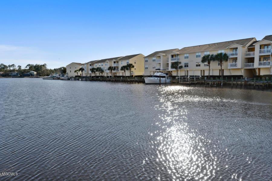 2421 Beachview Dr Unit: B3 Ocean Springs MS 39564
