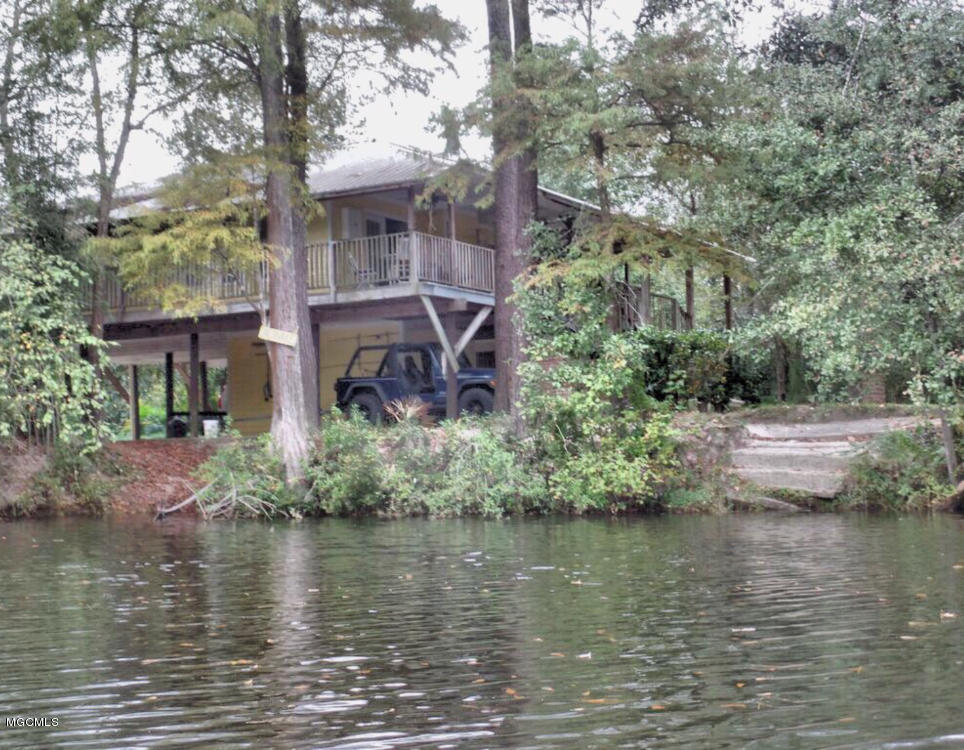 11033 Woolmarket Lake Rd Biloxi MS 39532