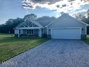 Brand new construction 3 bedroom 2 bath home on 1.19 acres.  Great location on quiet street just miles from town. Don't miss out!