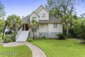 Location! Location! Location!You can walk to the beach while enjoying being steps to the downtown OS life! Pride of ownership really shows with this home. Open floor plan, hardwood floors, french doors, charming step-saver kitchen and a large master suite upstairs.
