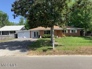 213 Bay Oaks Dr, Bay St. Louis, MS 39520