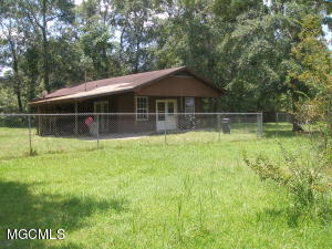 10085 Paradise Ln, Bay St. Louis, MS 39520