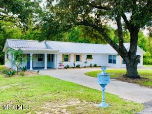 219 Vacation Ln, Waveland, MS 39576
