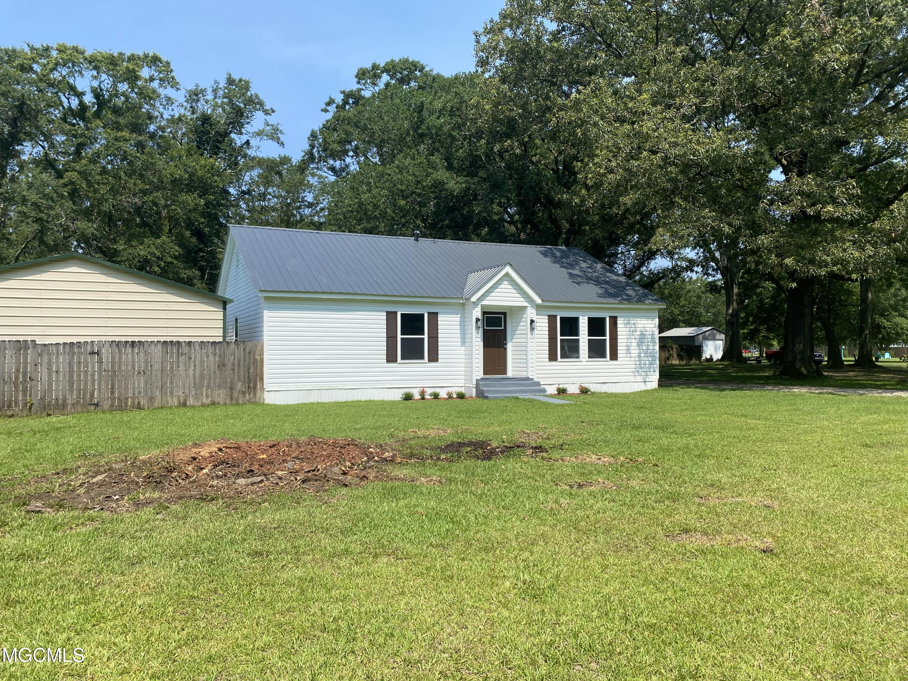 Completely updated 3 bedroom 2 bath home on just under an acre in great location.  Close to the school and downtown Hurley.  Metal shop and barn/shed in back will offer plenty of storage space and beautiful shaded lot.