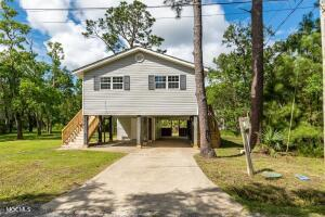 4085 11th Ave, Bay St. Louis, MS 39520
