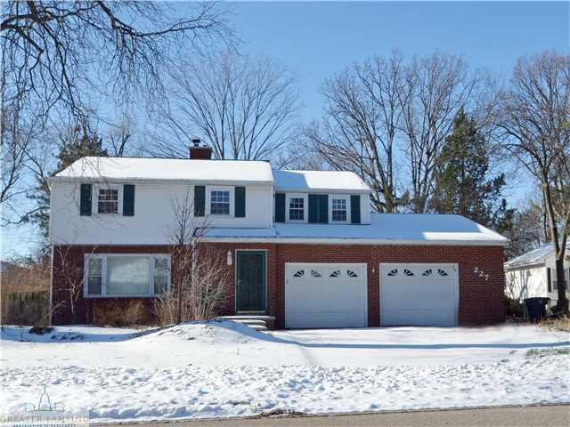 227 Kenberry Dr - Primary Photo - 1