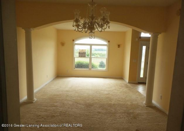 9611 Petrieville Hwy - FORMAL DINING AND LIVING ROOM - 4