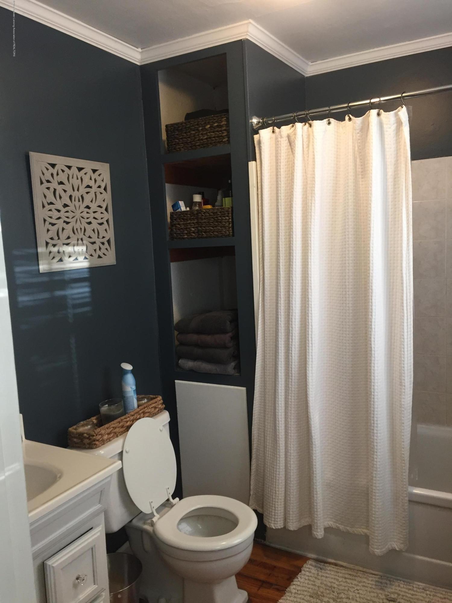 214 N Jenison Ave - bathroom - 16