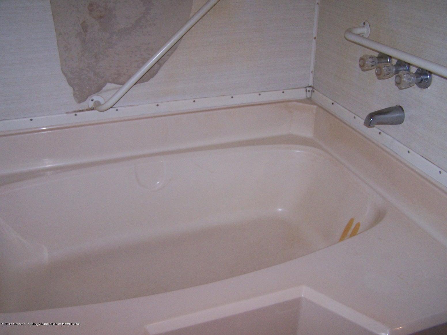 6106 Ferris Rd - Master Bath - 15