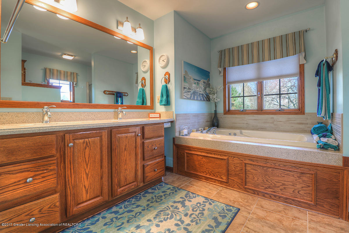 1145 River Oaks Dr - master bath - 8