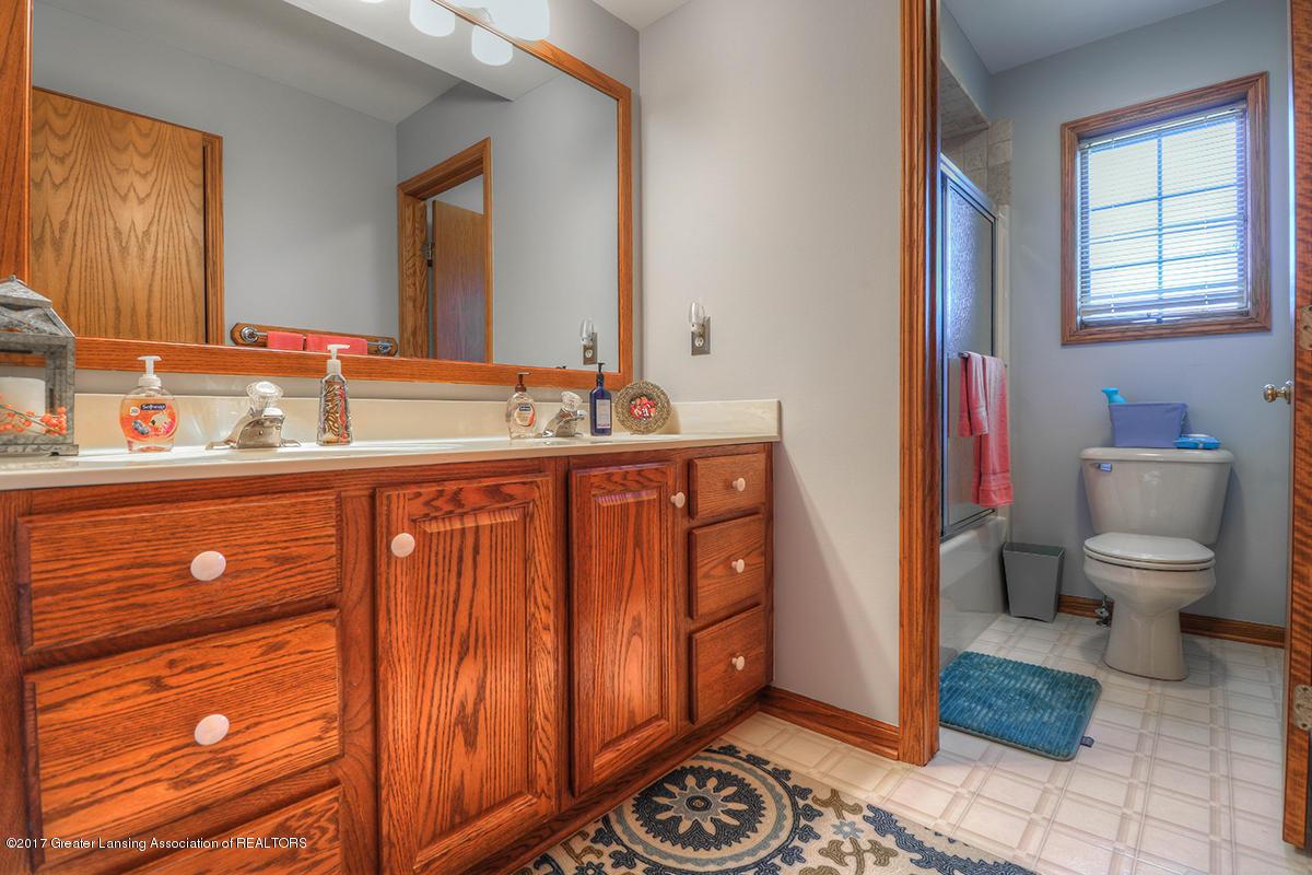 1145 River Oaks Dr - level 2  bath - 12