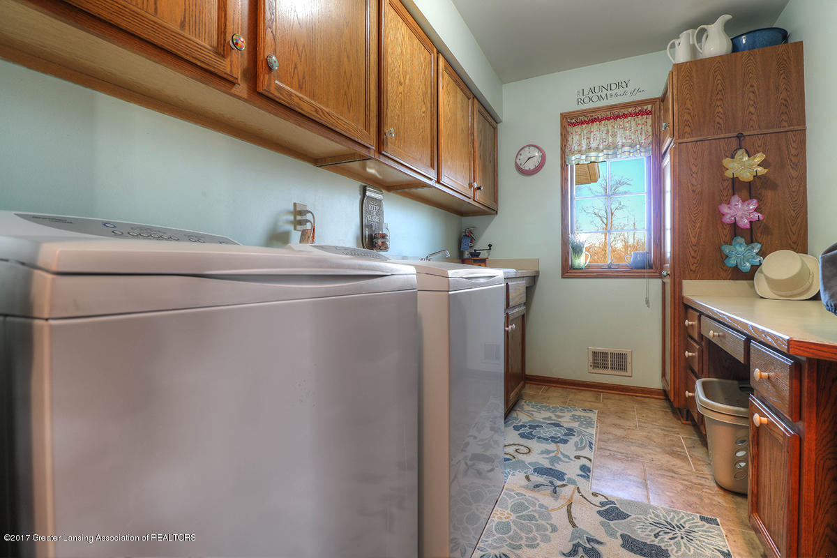1145 River Oaks Dr - first floor laundry - 17