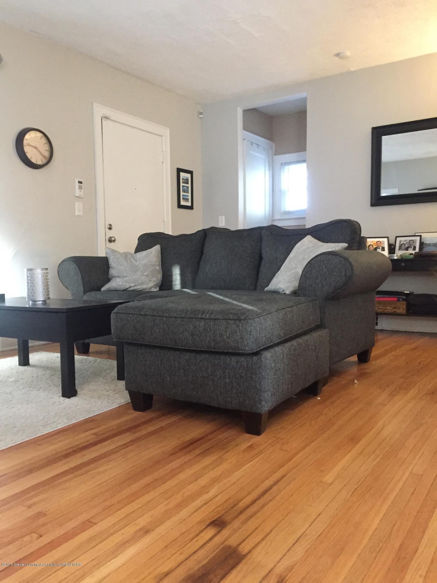 214 N Jenison Ave - sofa - 4