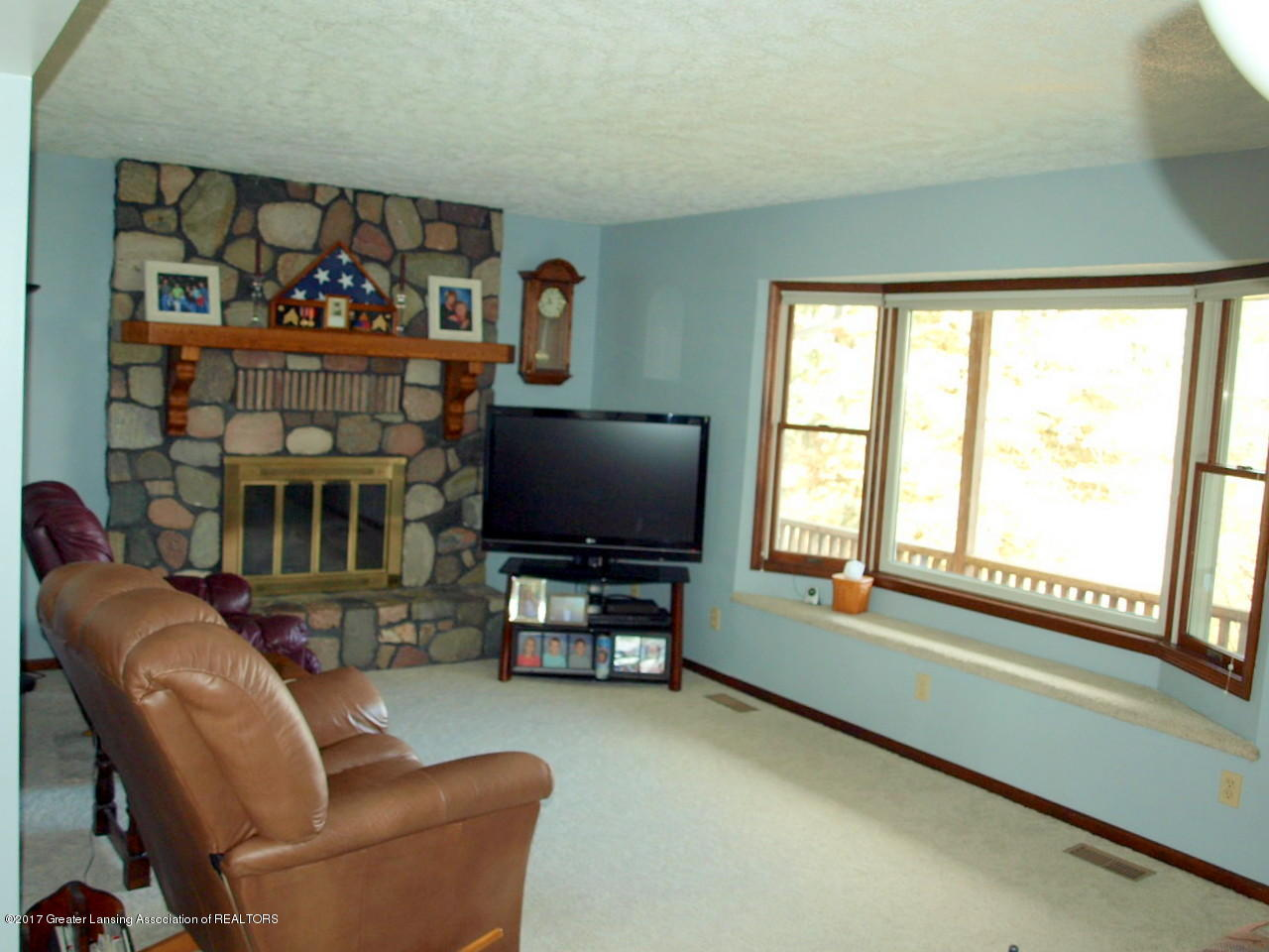 1871 W Taft Rd - Living Room - 11