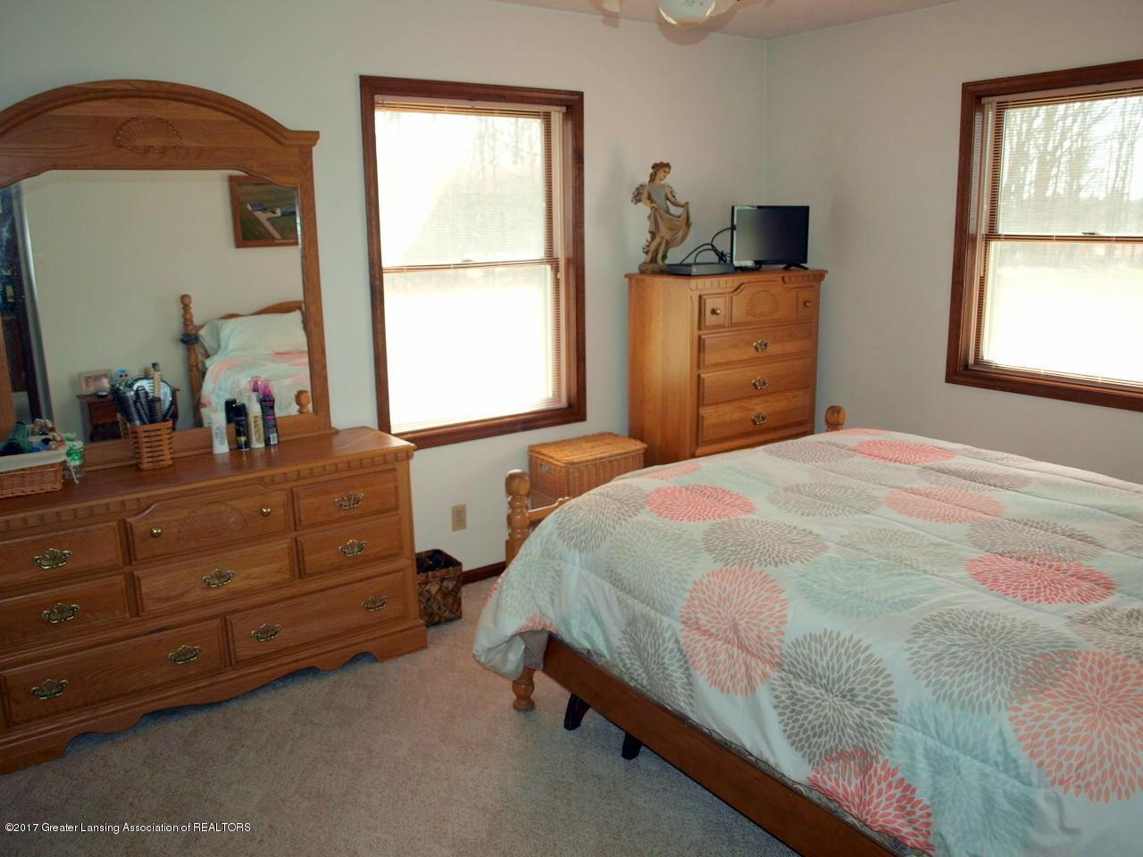 1871 W Taft Rd - 1st Floor Bedroom - 16