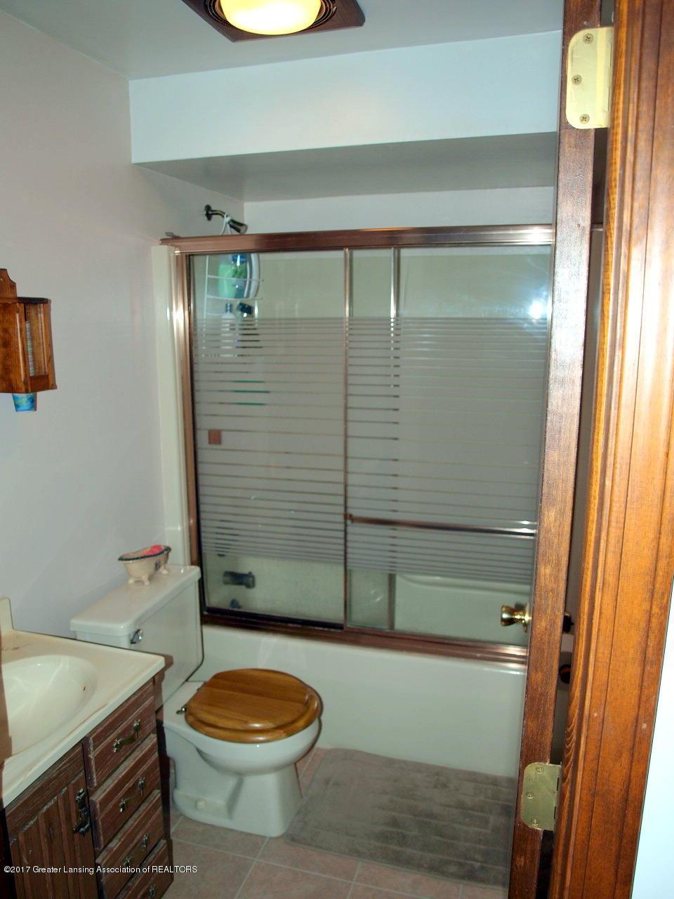 1871 W Taft Rd - 1st Floor Bath - 15