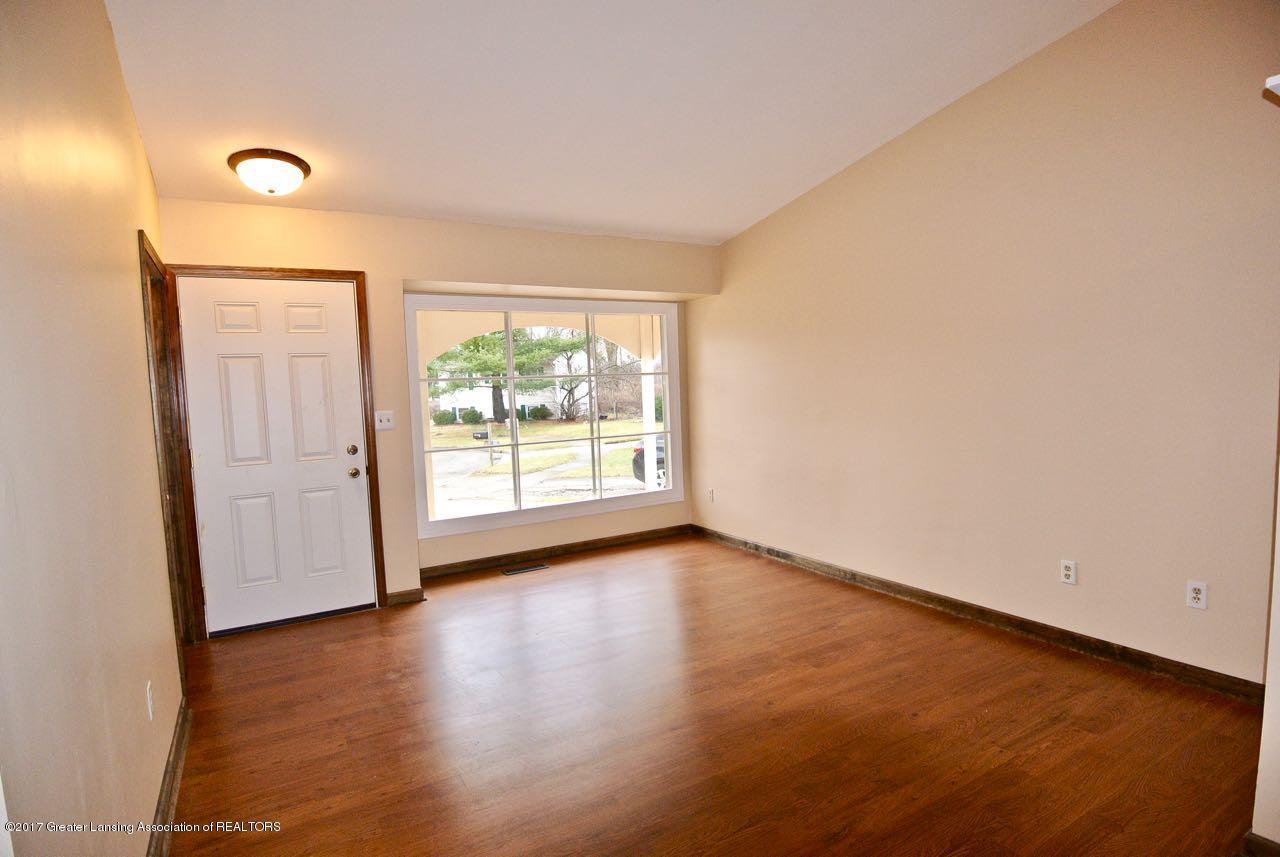 1320 Penrod Ct - Living Room - 4