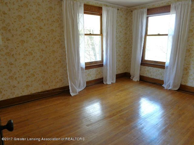426 W Barnes Ave - Bedroom1 - 10