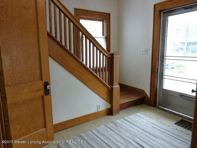 426 W Barnes Ave - Foyer - 2