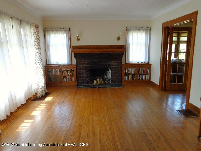 426 W Barnes Ave - Living Room - 3